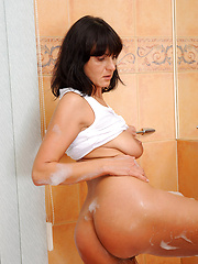 Anilos mature shooting in soap bath
