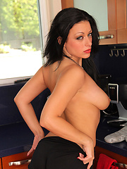 Brunette MILF Angelica relaxing in the kitchen