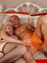 Cougar gives sloppy rimjob and hard fuck