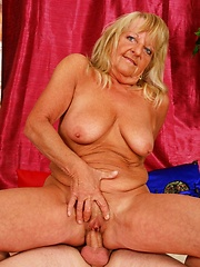 Ancient blonde broad sucks cock!