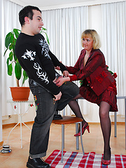 Mature boss tries the young guy loyalty with her greedy mouth and muff