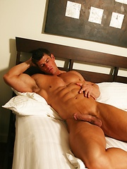 Muscled Zeb Atlas loads his cum at sunny morning
