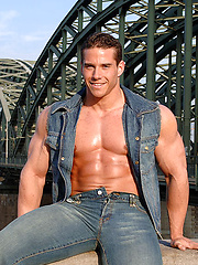 Roberto Castellano posing outdoors