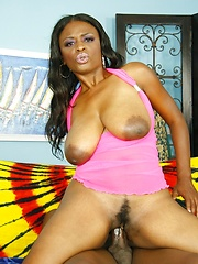 Pole smoking ebony slut getting her fuck hole filled