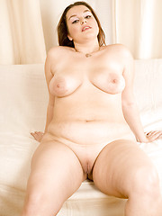 Hot young chubby posing with totally no clothes on